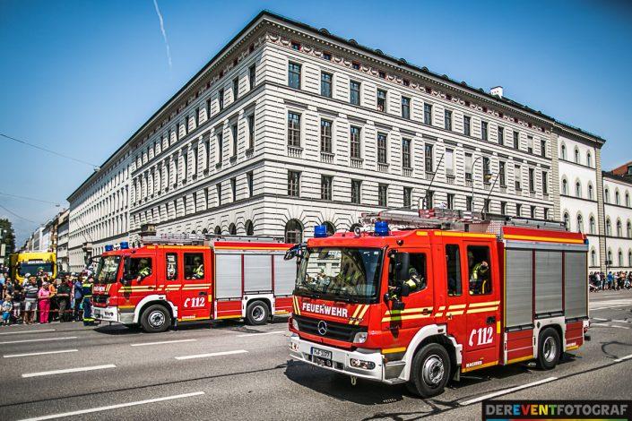Moderne Feuerwehrfahrzeuge auf der Firetage Parade in München