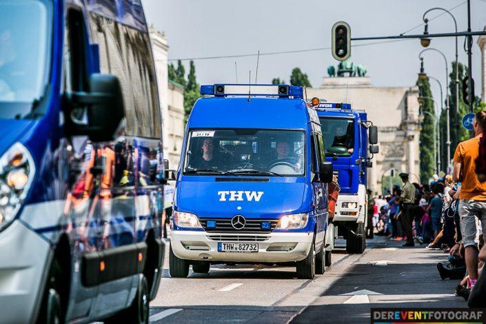 Auch der THW zeigt seine Fahrzeuge auf der Firetage Parade in München