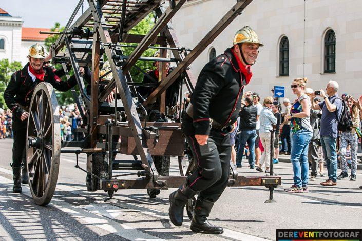 Gut zu Fuß! Historische Feuerwehrfahrzeuge - Firetage Parade 2016