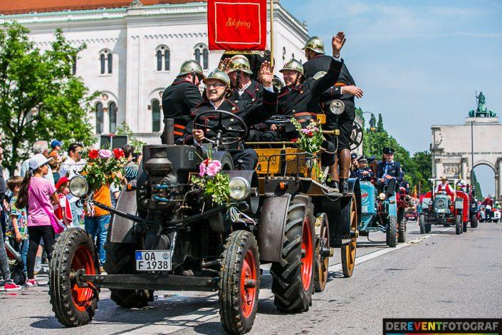 Gute Stimmung auf den Wagen und am Rande der Strecke - Firetage 2016 in München
