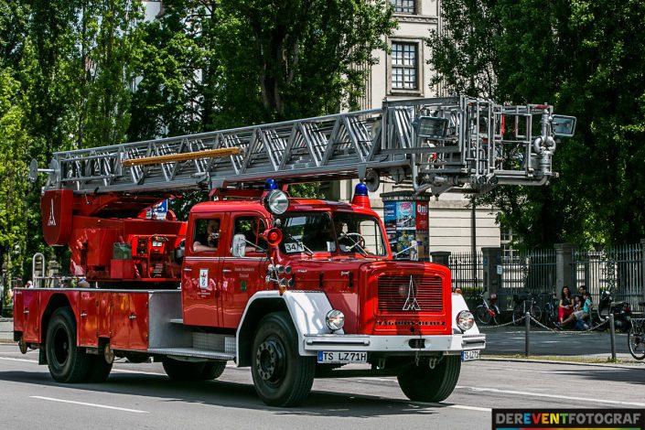 ein historischer Feuerwehr Leiterwagen auf der Leopoldstrasse