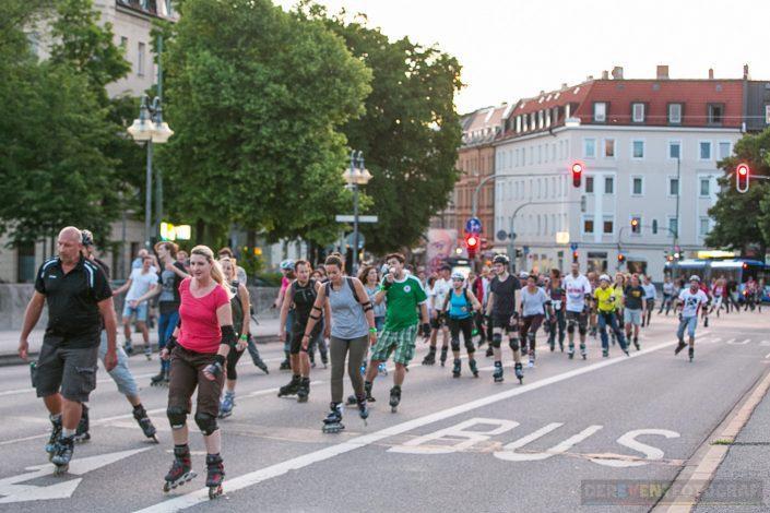 unterwegs auf Münchens Strassen - AOK BladeNight 2016